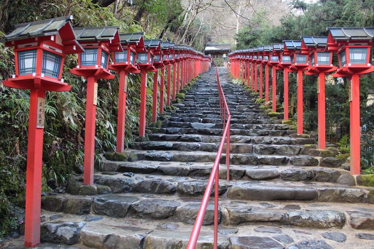 Montée des marches jusqu'au sanctuaire