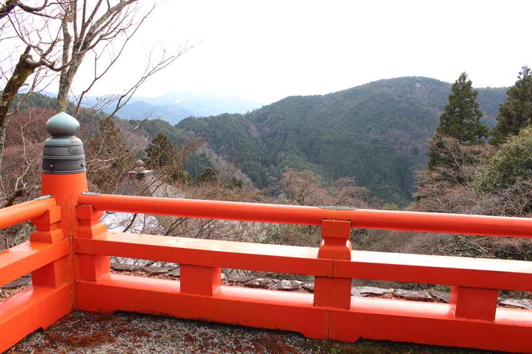 Vue sur la montagne depuis le plateau central du temple de Kurama