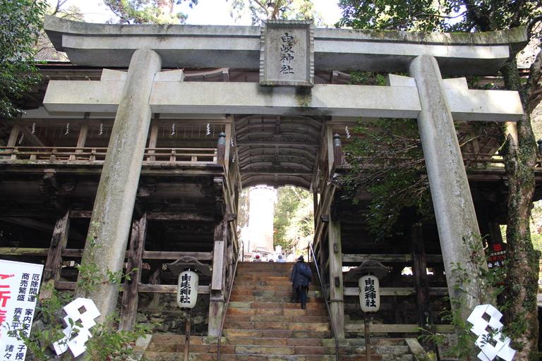 Entrée de l'un des sanctuaires du complexe de Kurama